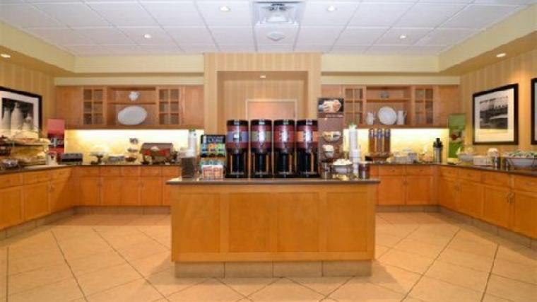 Hampton-Inn-Suites-By-Hilton-Langley-Surrey-photos-Restaurant-Breakfast-View